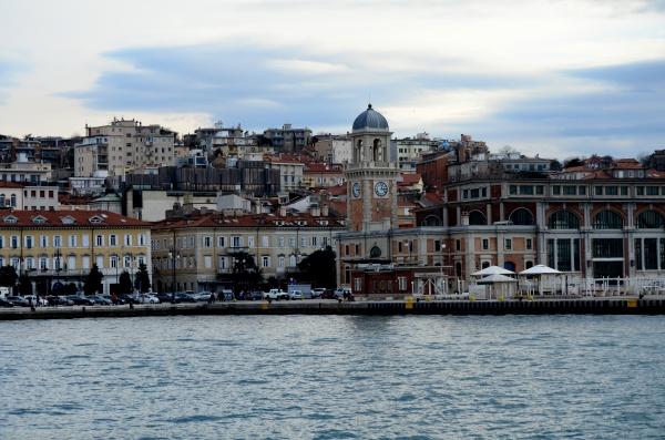 Plaza Central de Trieste sacada desde el muelle