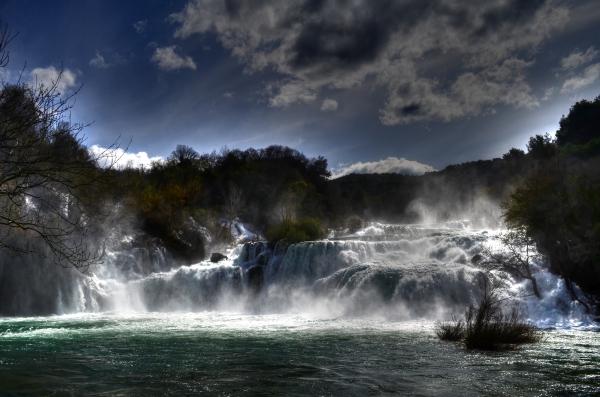 Cascadas en Krka – Yo conté más de 30 caídas de agua en está vista, estando en el lugar. Es sorprendente.