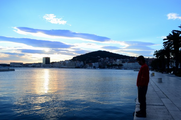 """La foto de Seba """"buscando el sur"""" a orillas de, ahora, el Mar Adriático."""