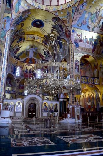 """La ostentosisima catedral ortodoxa de Podogrica por dentro. """"Iglesia lujosa, pueblo sin educación"""" dijo Chris cuando entramos."""