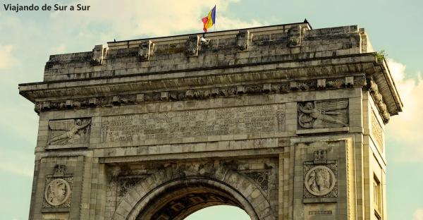 Arco del triunfo rumano (de Rumanía, no de Roma jaja) – Primero fue de madera, en 1878 y construido a las apuradas para que las tropas desfilaran en él. En 1936 se construyó este por el fin de la Primera Guerra Mundial.