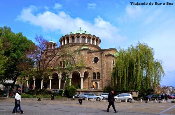 Catedral Sveta – Nedelya – En 1925 fue destruida por un ataque bomba donde se intentó asesinar al popular Rey Boris III, que se salvó por llegar tarde a la ceremonia donde fallecieron 128 personas.