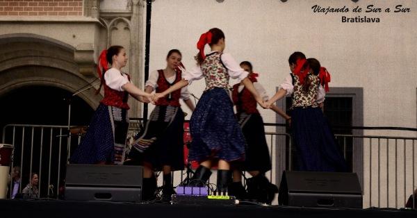 Bratislava for Everyone, es el festival que se daba en la ciudad cuando la visitamos. Muy folclórico, muy bueno de ver