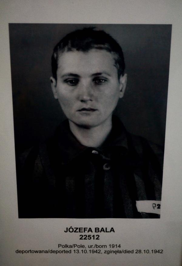Date 5 segundos para mirarla a los ojos. Cuando vimos esta foto nos dio la sensación de que sabía su futuro... sobrevivió solo 15 días dentro de Auschwitz