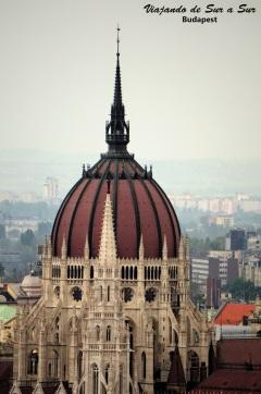 La cúpula del Parlamento, miren los detalles la rompe. La foto del edificio completo en 3,2,1…