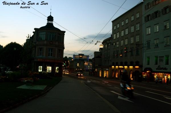 Una calle cualquiera de Salzburgo, para que se pueda apreciar lo cotidiano, lo normal