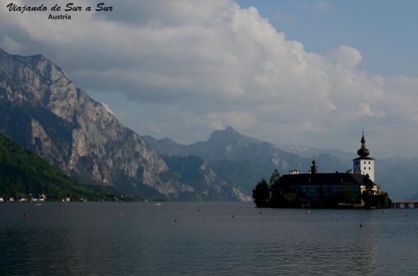 El Castillo de Gmunden, en medio del lago. Se lo conoce con el nombre de ORT jaja de verdad.