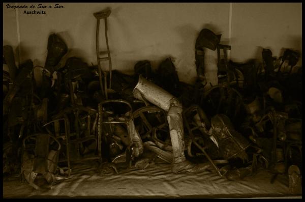 A los lisiados les eran extraídas sus protesis. Si estaban en buen estado, eran reutilizadas por los soldados alemanes.