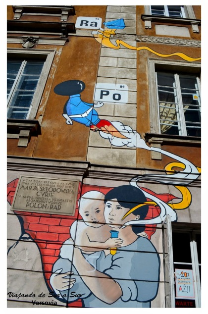 Mural en conmemoración a la cientifica genetica Maria Curie. Ni sabíamos quien era hasta que Sebastian nos contó, y resulta que vivía ahí..