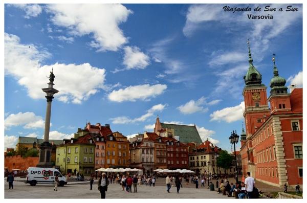La Old Town más de cera. El Palacio Real, la estatua del Rey Zygmunt y los antiguos edificios de distintos colores. Estos últimos también fueron totalmente reconstruidos, no quedaba nada naditas.
