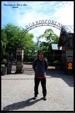 Seba en la entrada del parque Trädgårdsföreningen (impronunciable)