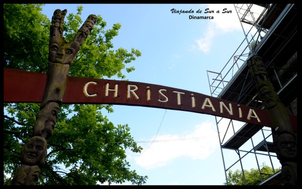 """La entrada a Christiania. Cuando salís, en el reverso de ese cartel se lee """"Now you are entering to UE"""". Porque Christiania no se considera parte de Dinamarca ni de la Unión Europea."""