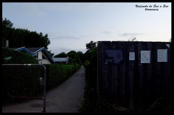 El barrio en el que viviamos. Se pueden apreciar los pasillos y las casas de madera