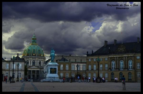 El Palacio de Amalienborg es la residencia oficial del soberano de Dinamarca desde el siglo XVII.