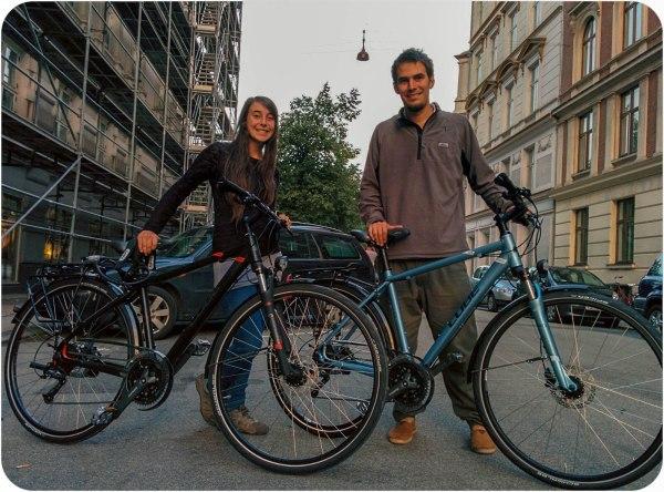 Nosotros felices con nuestras biciletas nuevas en Copenhague