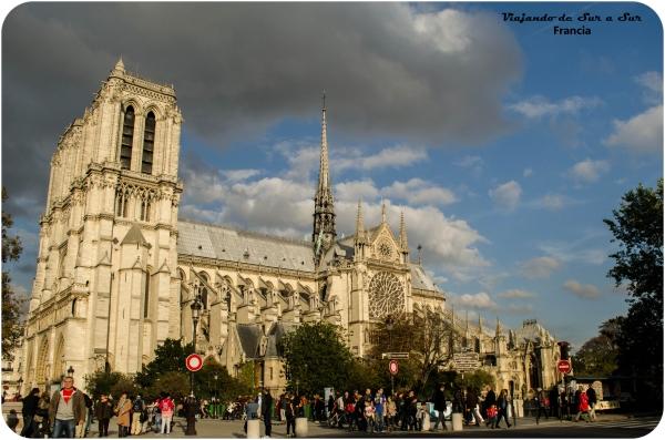 Fotón del costado de Notre Dame