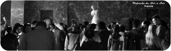 Venus de Milo rodeada de turistas