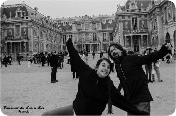 Versalles y la felicidad. El de barba, claro, es Axeloide