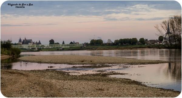 acampando a orillas del Loira con vista a la linda Sully-Sur-Loire