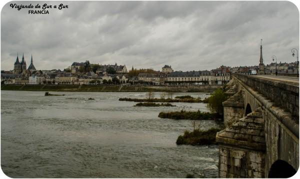 La ciudad de Blois vista desde el otro lado del río