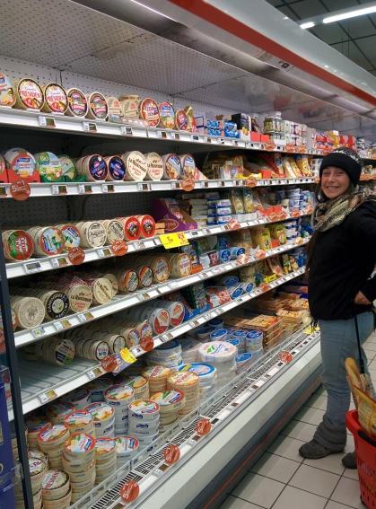 Foto del celu en un supermercado en Francia... quesos y más quesos
